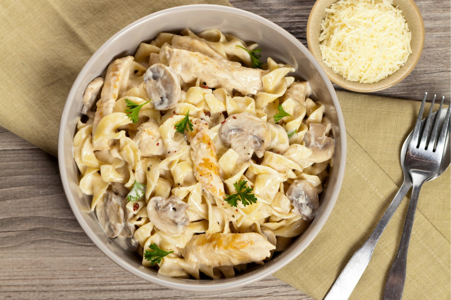 One Pot Creamy Chicken And Mushroom Pasta That Comes Together In Less Than Thirty Minutes