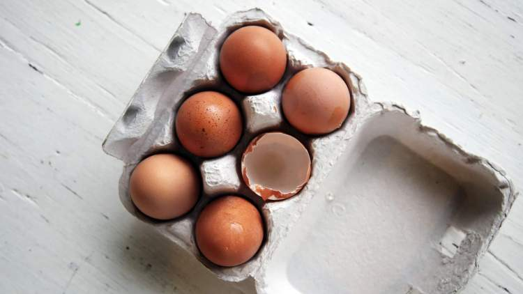 Health benefits of eggs with a picture of six eggs in a carton.