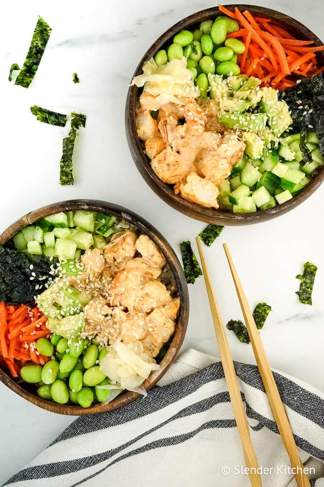 Low carb sushi in a wooden bowl with veggies and shrimp