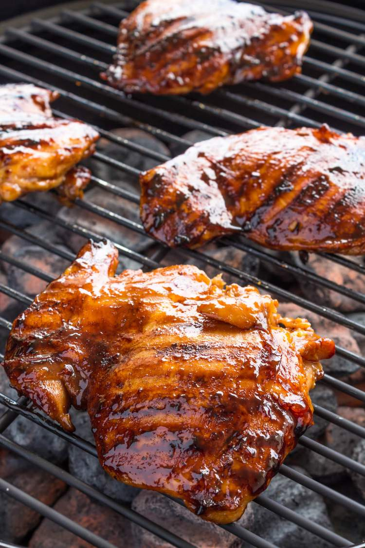 Chicken with sriracha barbecue sauce on the grill.
