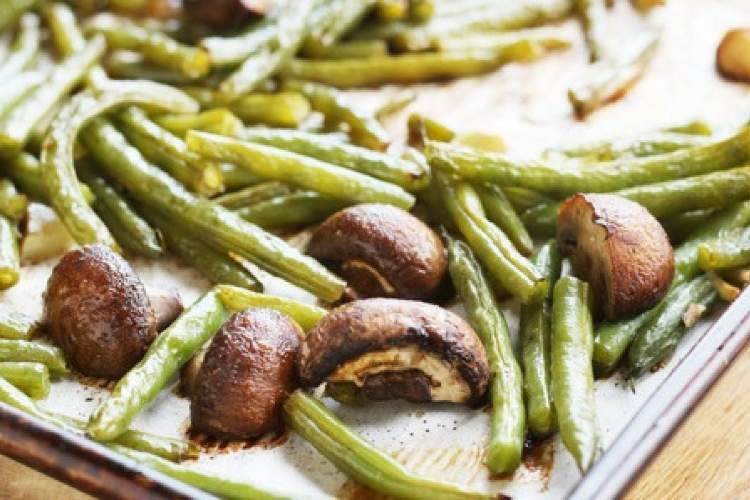 Roasted Balsamic Green Beans and Mushrooms