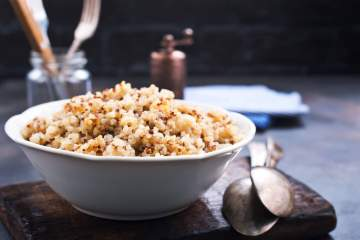 Ultimate guide to quinoa with a picture of cooked quinoa in a bowl.