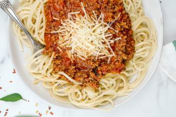 Spaghetti Arrabiata with Turkey is a spicy tomato sauce made with lean ground turkey and the perfect amount of heat. This homemade sauce comes together in just thirty minutes and makes for the most delicious dinner.