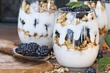 Blackberry Granola Yogurt Parfaits packed with fresh blackberries, Greek yogurt, and low fat granola make a hearty, protein packed breakfast.