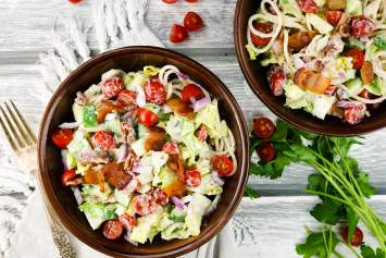 Ranch BLT Pasta Salad made with a healthy homemade ranch and all the flavors of a delicious BLT in a pasta salad!