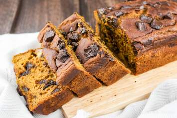 Healthy Pumpkin Chocolate Chip Bread that's moist, delicious, and packed with pumpkin flavor and is made with healthy ingredients.