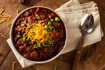 30 Minute Low Carb Beef Chili made with ground beef or turkey, tomatoes, peppers, and plenty of spice for a delicious and easy chili that is surprisingly low carb. This keto chili is warm, comforting, and works for any low carb diet.