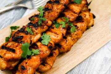 These Sriracha Teriyaki Chicken Skewers are the perfect combination of sweet and spicy and surprisingly light and healthy without any refined sugar.