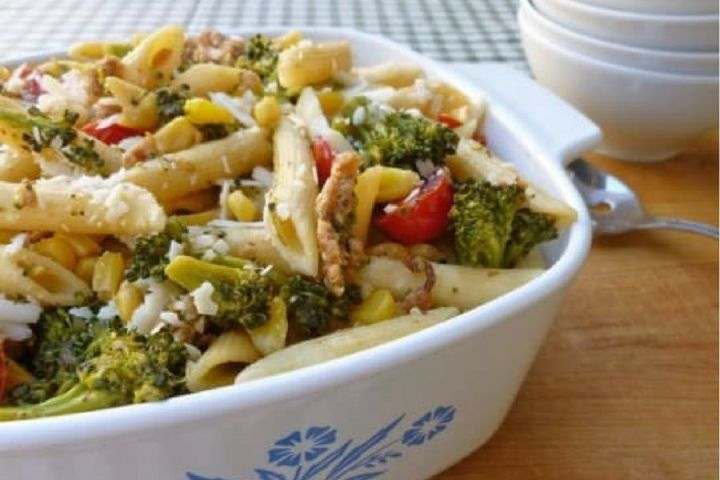 Healthy Sausage Pasta with Vegetables is made with lean Italian turkey sausage, broccoli, corn, cherry tomatoes, and garlic for a healthy and filling pasta with 350 calories per serving and 11 Weight Watchers Freestyle SmartPoints.