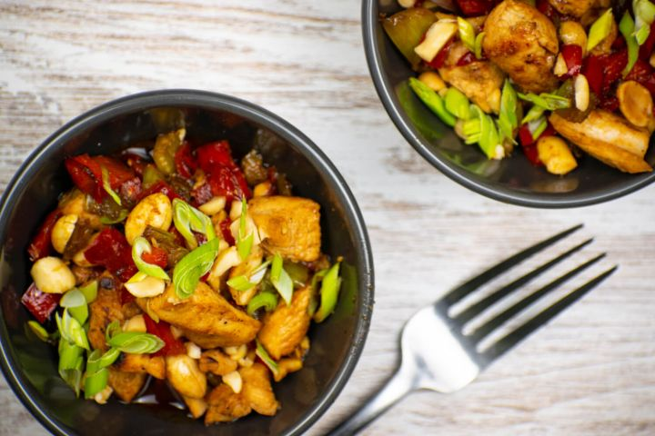 Low carb kung pao chicken with peppers, green onions, and cashews.