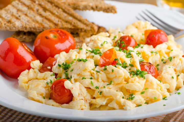 Scrambled Eggs with Tomato and Cream Cheese