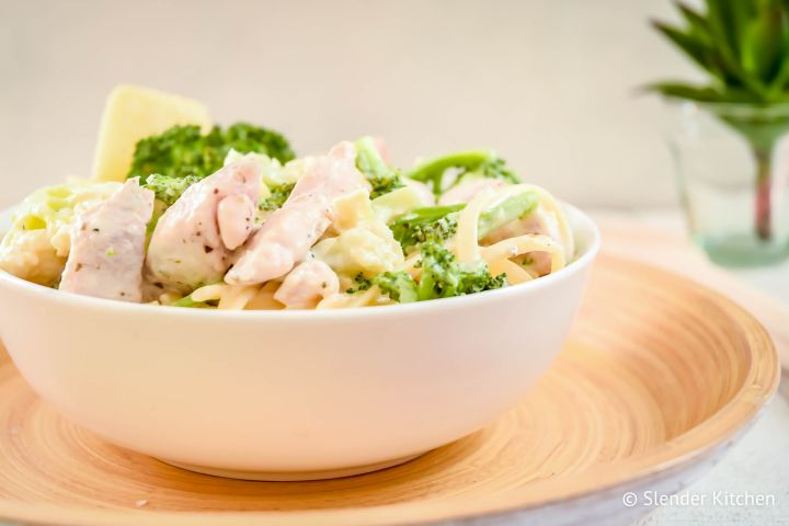 Skinny Chicken broccoli alfredo in a bowl with a creamy cauliflower alfredo sauce.