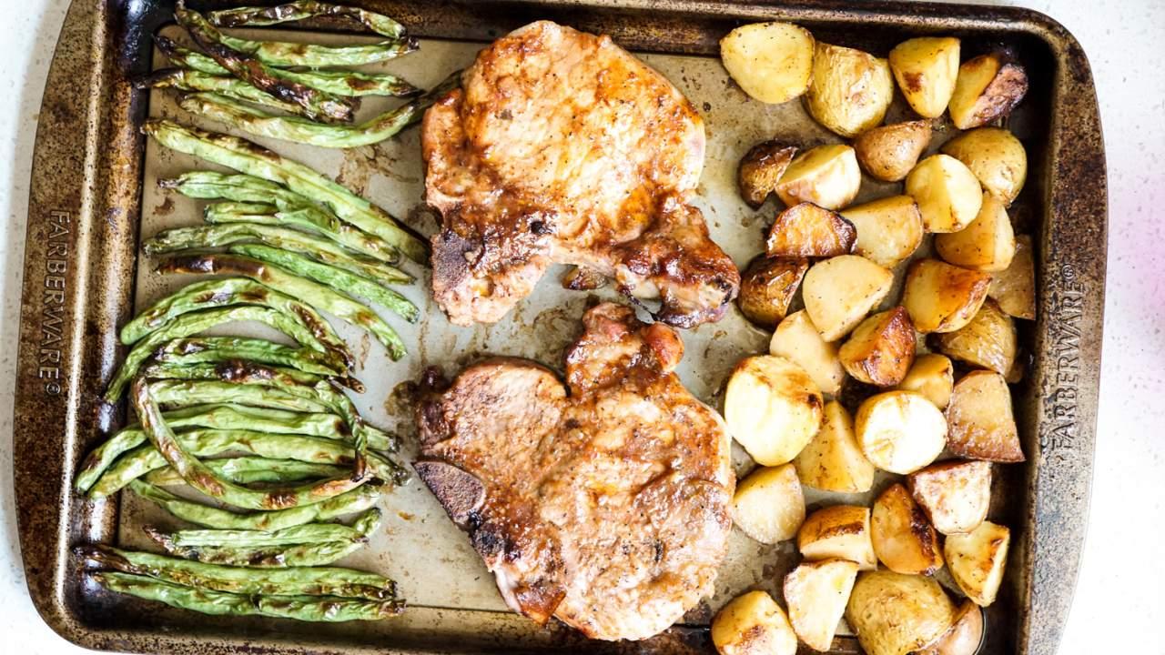 pork chop potato and green bean recipe Sheet Pan Pork Chops, Potatoes, and Green Beans