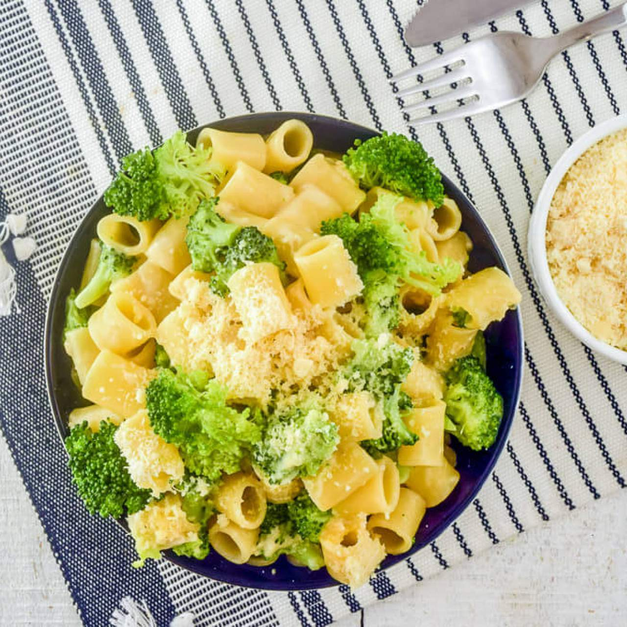 One Pot Creamy Parmesan Broccoli Pasta Slender Kitchen