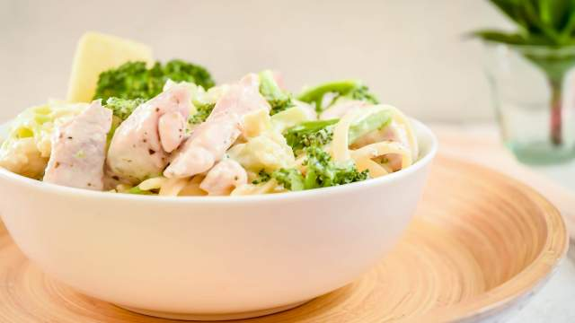 Skinny Chicken Broccoli Alfredo